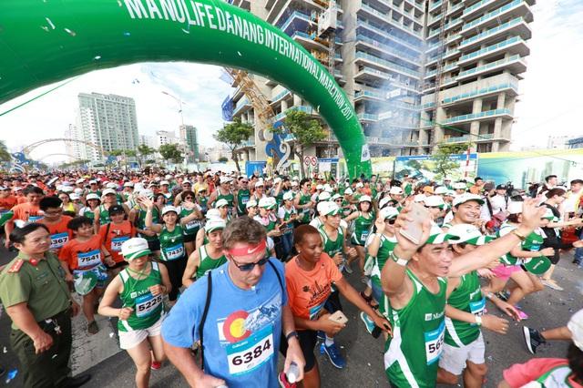 Cảm xúc trải dài cùng những bước chân trên đường chạy Marathon Quốc tế Đà Nẵng 2017 - Ảnh 1.