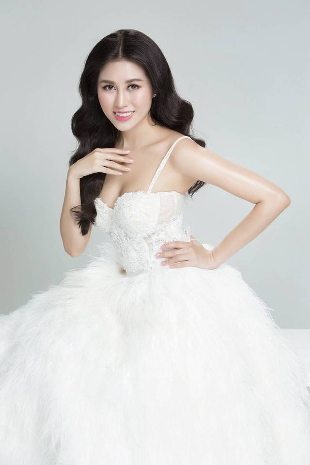 Emily Hồng Nhung biến hoá lôi cuốn trong bộ sưu tập mới - Ảnh 2.