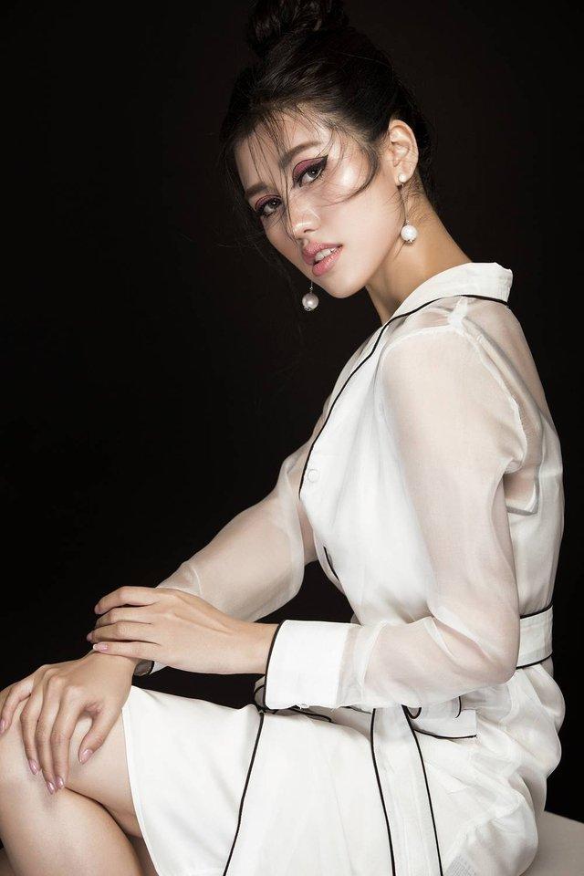 Emily Hồng Nhung biến hoá lôi cuốn trong bộ sưu tập mới - Ảnh 7.