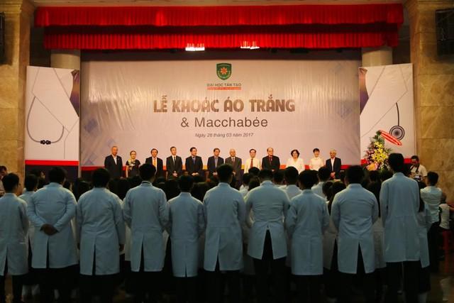 Học bổng 150 triệu đồng cho tân sinh viên Y Đa khoa - Ảnh 1.