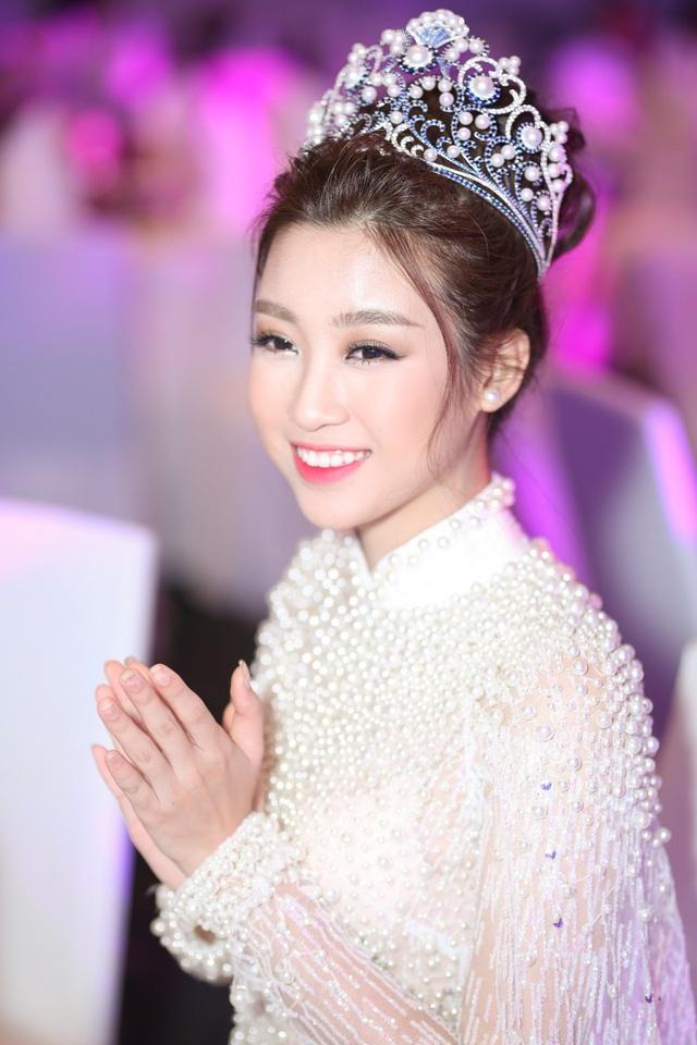 Hoa hậu Mỹ Linh tham dự khai mạc hội chợ trái cây Sài Gòn - Ảnh 1.
