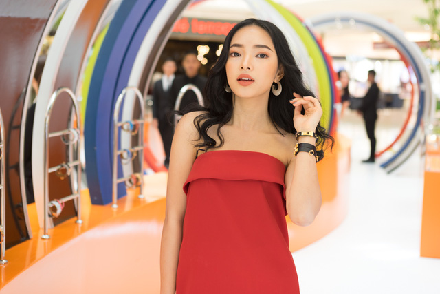 Pop-up store siêu xinh của Hermès vừa mở, dân tình đã tấp nập đến thử vòng hiệu - Ảnh 3.