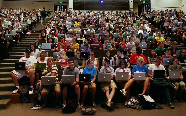 Kinh nghiệm lựa chọn Macbook phù hợp với từng ngành học - Ảnh 1.