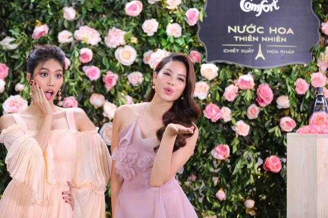 Phạm Hương, Lan Khuê diện váy bánh bèo, mê mẩn nói về hương hoa hồng Pháp - Ảnh 2.