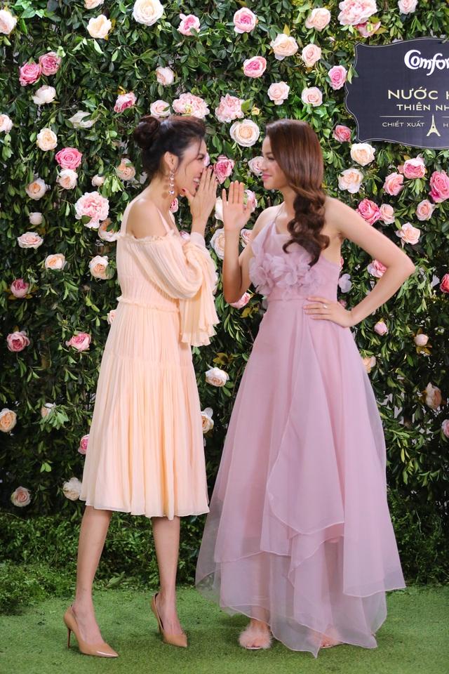 Phạm Hương, Lan Khuê diện váy bánh bèo, mê mẩn nói về hương hoa hồng Pháp - Ảnh 3.