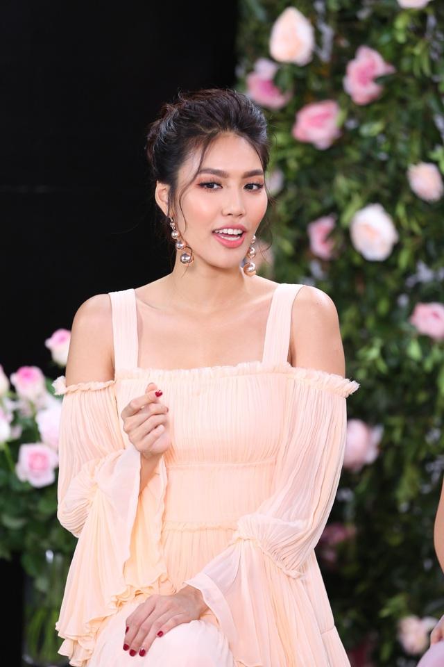 Phạm Hương, Lan Khuê diện váy bánh bèo, mê mẩn nói về hương hoa hồng Pháp - Ảnh 5.
