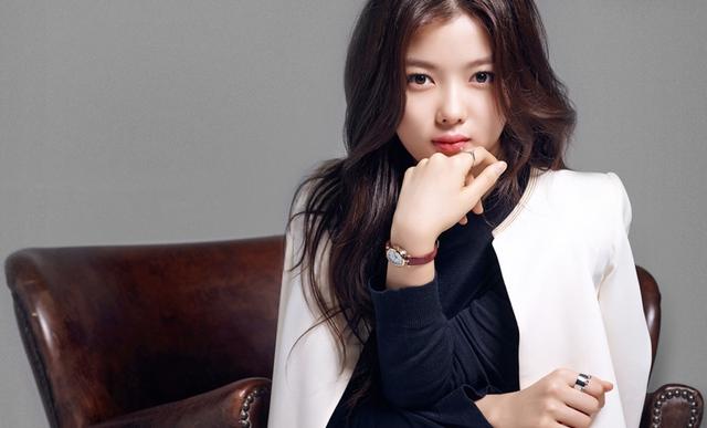 Cách chọn phụ kiện tôn nét quyến rũ như Kim Yoo Jung - Ảnh 1.