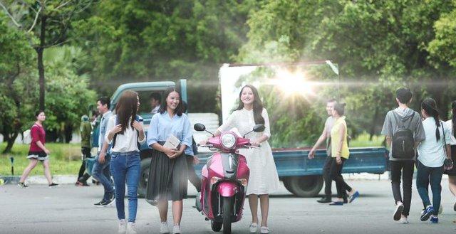 Hé lộ hậu trường siêu dễ thương của Isaac và Chi Pu trong MV mới - Ảnh 1.