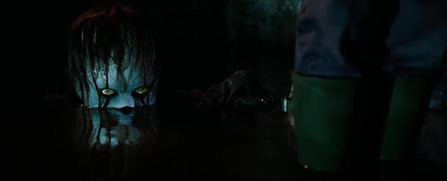 """Sau Annabelle, khán giả lại """"bay mất tuổi thơ"""" với chú hề ma quái - Ảnh 2."""