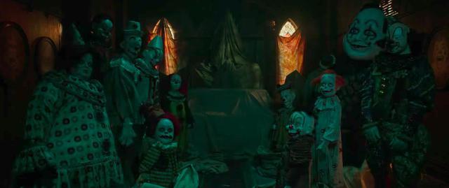 """Sau Annabelle, khán giả lại """"bay mất tuổi thơ"""" với chú hề ma quái - Ảnh 3."""