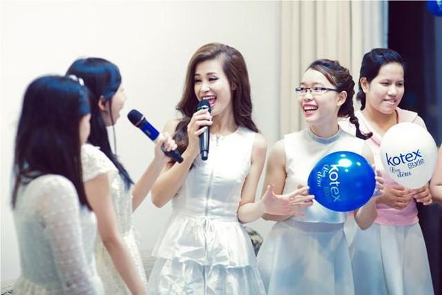 Sau Đông Nhi, Mlee xúng xính mở tiệc ngủ cùng fan nữ - Ảnh 1.