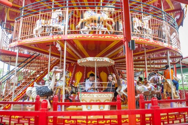 Gia đình Trang Lou – Tùng Sơn khoe ảnh đi chơi công viên giải trí cực đáng yêu - Ảnh 6.