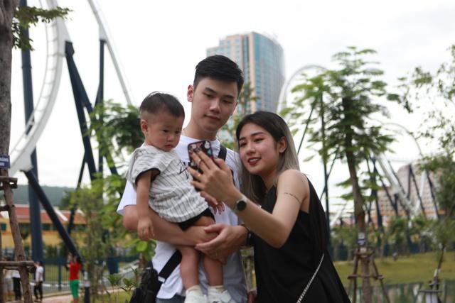Gia đình Trang Lou – Tùng Sơn khoe ảnh đi chơi công viên giải trí cực đáng yêu - Ảnh 10.