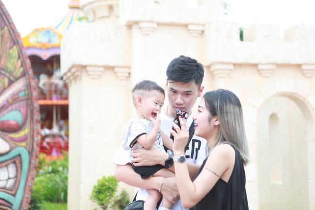 Gia đình Trang Lou – Tùng Sơn khoe ảnh đi chơi công viên giải trí cực đáng yêu - Ảnh 11.