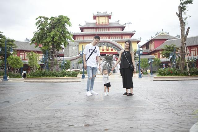 Gia đình Trang Lou – Tùng Sơn khoe ảnh đi chơi công viên giải trí cực đáng yêu - Ảnh 12.