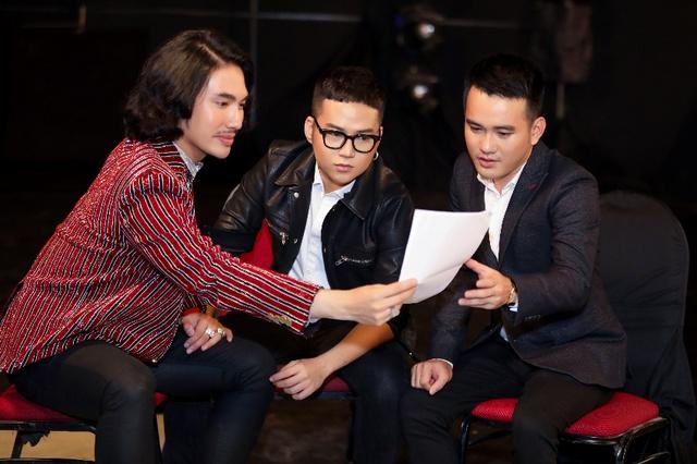 Phạm Hương, Minh Tú, Mâu Thủy đối đầu kịch liệt trong show thời trang có một-không-hai - Ảnh 2.