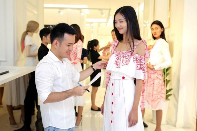 Phạm Hương, Minh Tú, Mâu Thủy đối đầu kịch liệt trong show thời trang có một-không-hai - Ảnh 4.