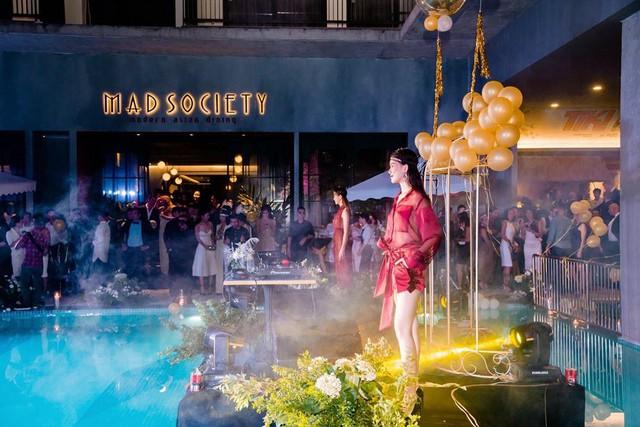 Á hậu Huyền My,siêu mẫu Phương Mai sải bước tại sự kiện Great Gatsby - Ảnh 8.