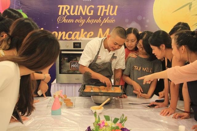 Học làm bánh Trung thu vòng quanh châu Á cùng Tràng Tiền Plaza - Ảnh 1.