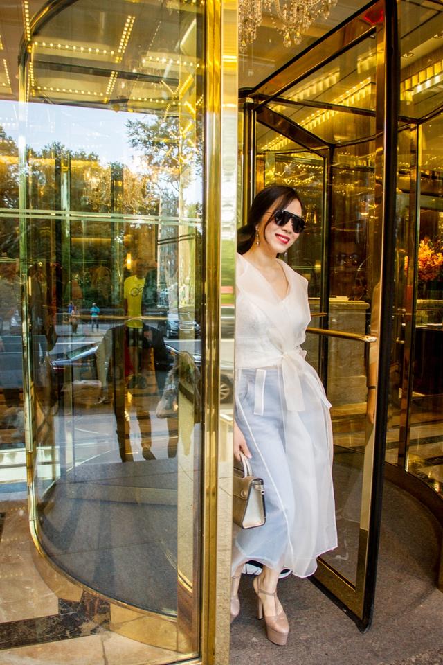 CEO Elise Lưu Nga ngồi cùng hàng Paris Hilton xem thời trang tại New York - Ảnh 2.
