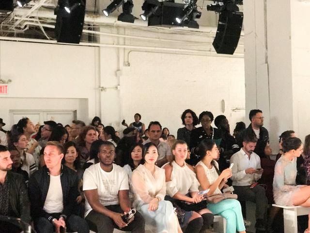 CEO Elise Lưu Nga ngồi cùng hàng Paris Hilton xem thời trang tại New York - Ảnh 3.