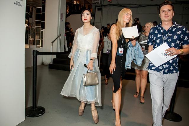 CEO Elise Lưu Nga ngồi cùng hàng Paris Hilton xem thời trang tại New York - Ảnh 6.
