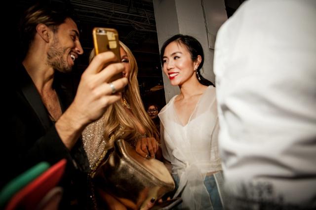 CEO Elise Lưu Nga ngồi cùng hàng Paris Hilton xem thời trang tại New York - Ảnh 7.