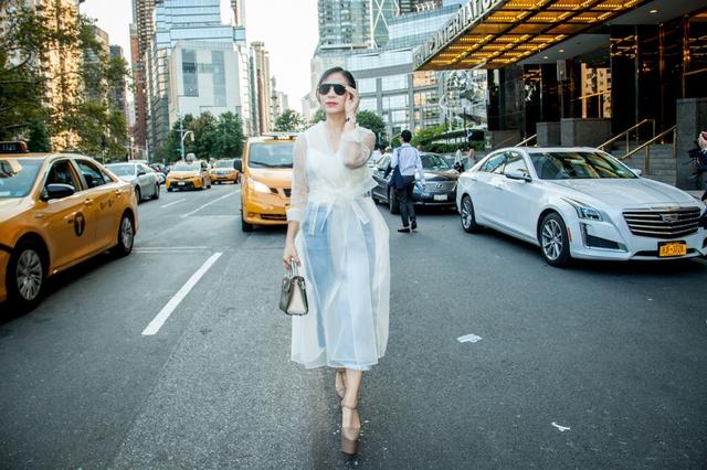 CEO Elise Lưu Nga ngồi cùng hàng Paris Hilton xem thời trang tại New York - Ảnh 8.