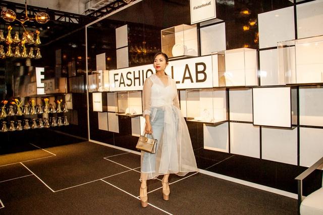 CEO Elise Lưu Nga ngồi cùng hàng Paris Hilton xem thời trang tại New York - Ảnh 9.