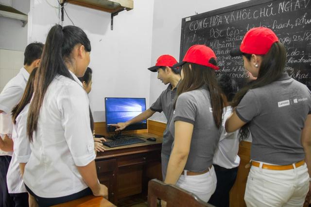 Lenovo và Microsoft tài trợ máy tính cho Làng trẻ em SOS Bến Tre - Ảnh 2.