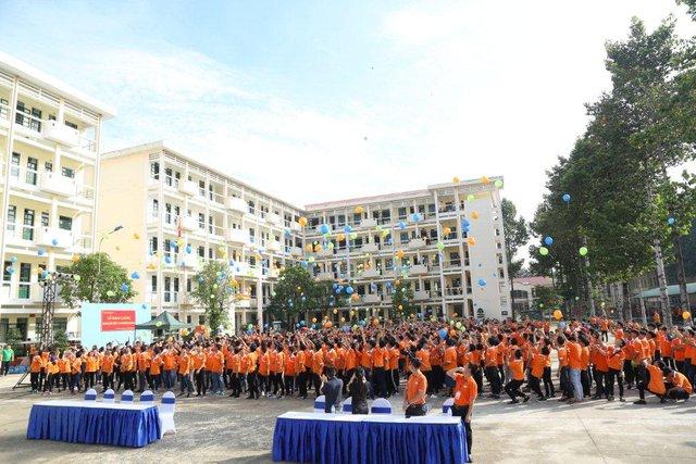 Gần 2.000 sinh viên FPT Polytechnic bước vào ngày hội đón năm học mới - Ảnh 2.