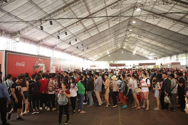 Giới trẻ tưng bừng check-in tại lễ hội ẩm thực đường phố Coca-Cola - Ảnh 1.