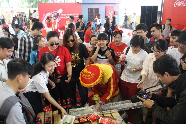 Giới trẻ tưng bừng check-in tại lễ hội ẩm thực đường phố Coca-Cola - Ảnh 2.
