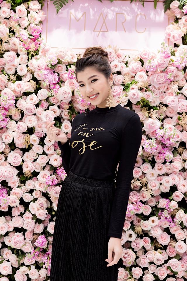 Tú Hảo, Đồng Ánh Quỳnh, Trương Mỹ Nhân cùng đọ sắc tại buổi Soft Opening của MARC - Ảnh 4.