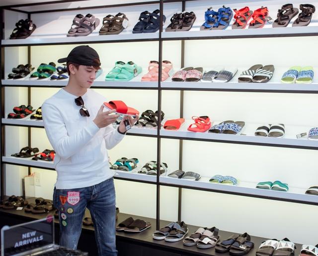 Jun Vũ cùng dàn sao Tháng năm rực rỡ trẻ trung, năng động chọn sandals cá tính - Ảnh 2.
