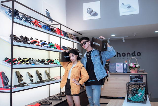 Jun Vũ cùng dàn sao Tháng năm rực rỡ trẻ trung, năng động chọn sandals cá tính - Ảnh 5.