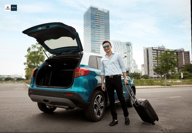 Chi Bảo chọn Suzuki Vitara vì bị thuyết phục bởi nội lực mạnh bền bỉ của dòng xe Nhật.