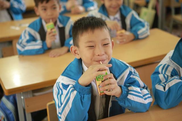 """""""Cảm ơn chương trình , giờ đây con vừa được chơi vui vừa được uống sữa đậu nành Fami kid thơm ngon bổ dưỡng mỗi ngày. Con cảm thấy sức khỏe mình thật tốt tinh thần rất thoải mái và tự tin bước vào kỳ thi học kỳ sắp tới""""."""