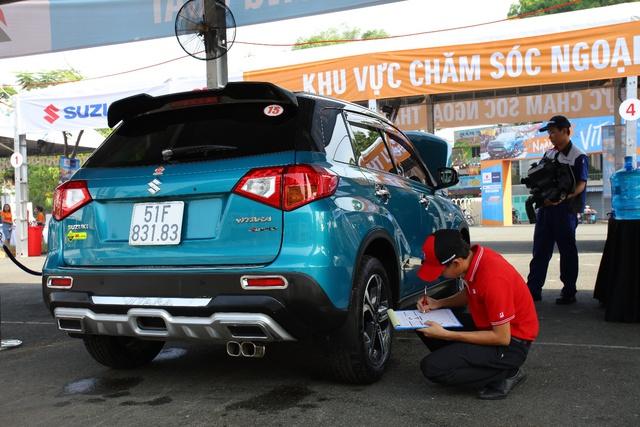 Những kỹ thuật viên giàu kinh nghiệm tiến hành kiểm tra tổng quát cho toàn bộ xe.