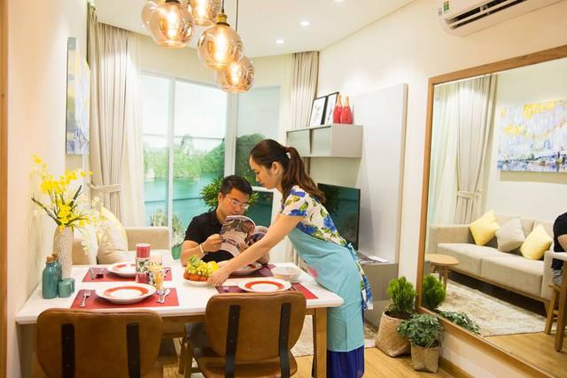 Căn hộ được bố trí đầy đủ các không gian phòng khách, phòng ngủ như khách sạn kèm theo bếp nấu và bàn ăn để cả gia đình có thể quây quần bên nhau.