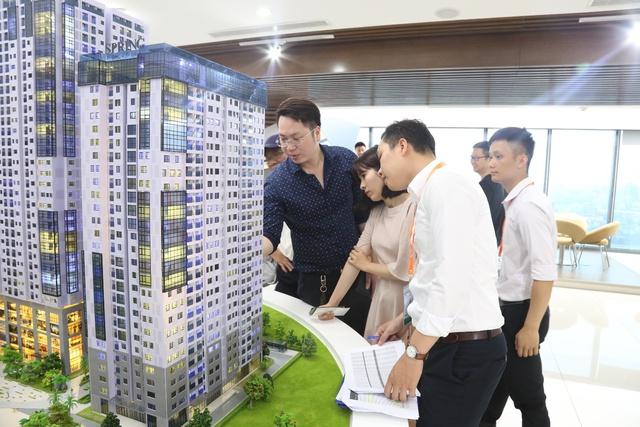 Đông đảo khách hàng quan tâm đến dự án GoldSeason.