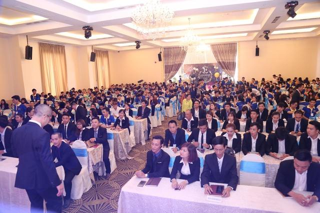 Tập thể nhân viên địa ốc Alibaba và 120 cổ đông tham dự đại hội cổ đông lần thứ I/2017.