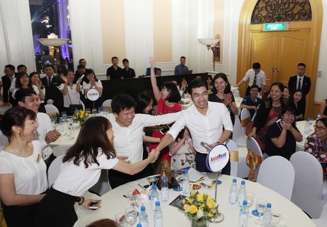 Khách hàng Nguyễn Đình Mạnh may mắn nhận được giải đặc biệt là chiếc xe máy SH 125i.