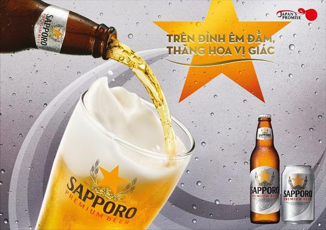 Thưởng thức Sapporo Premium Beer giúp khách hàng tận hưởng trọn vị êm đằm trong mỗi ngụm uống.