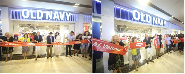 Đại diện thương hiệu Old Navy, tập đoàn IPP, công ty ACFC & CMFC - nhà phân phối nhãn hàng tại Việt Nam cùng cắt băng khánh thành cửa hàng.