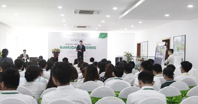 """""""Lễ ký kết hợp tác phân phối dự án Gamuda Gardens"""" thu hút nhiều nhân viên kinh doanh đến tham dự."""