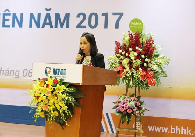 Chủ tịch HĐQT Lê Thị Hà Thanh báo cáo hoạt động của HĐQT 2016, định hướng năm 2017.