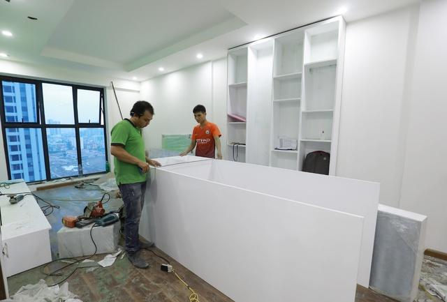 Các khách hàng đang khẩn trương hoàn thiện nội thất căn hộ. Chất lượng xây dựng của căn hộ và toàn dự án được khách hàng đánh giá cao.