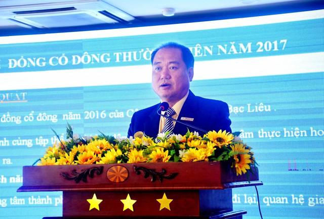 Ông Trần Văn Thảo – Giám Đốc Công Ty báo cáo tổng kết hoạt động kinh doanh 2016.