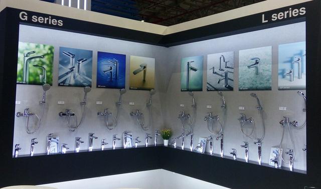 Gian hàng TOTO Việt Nam trưng bày 8 dòng sen vòi đẳng cấp thuộc 2 bộ G series và L series. Ảnh: Minh Quốc.